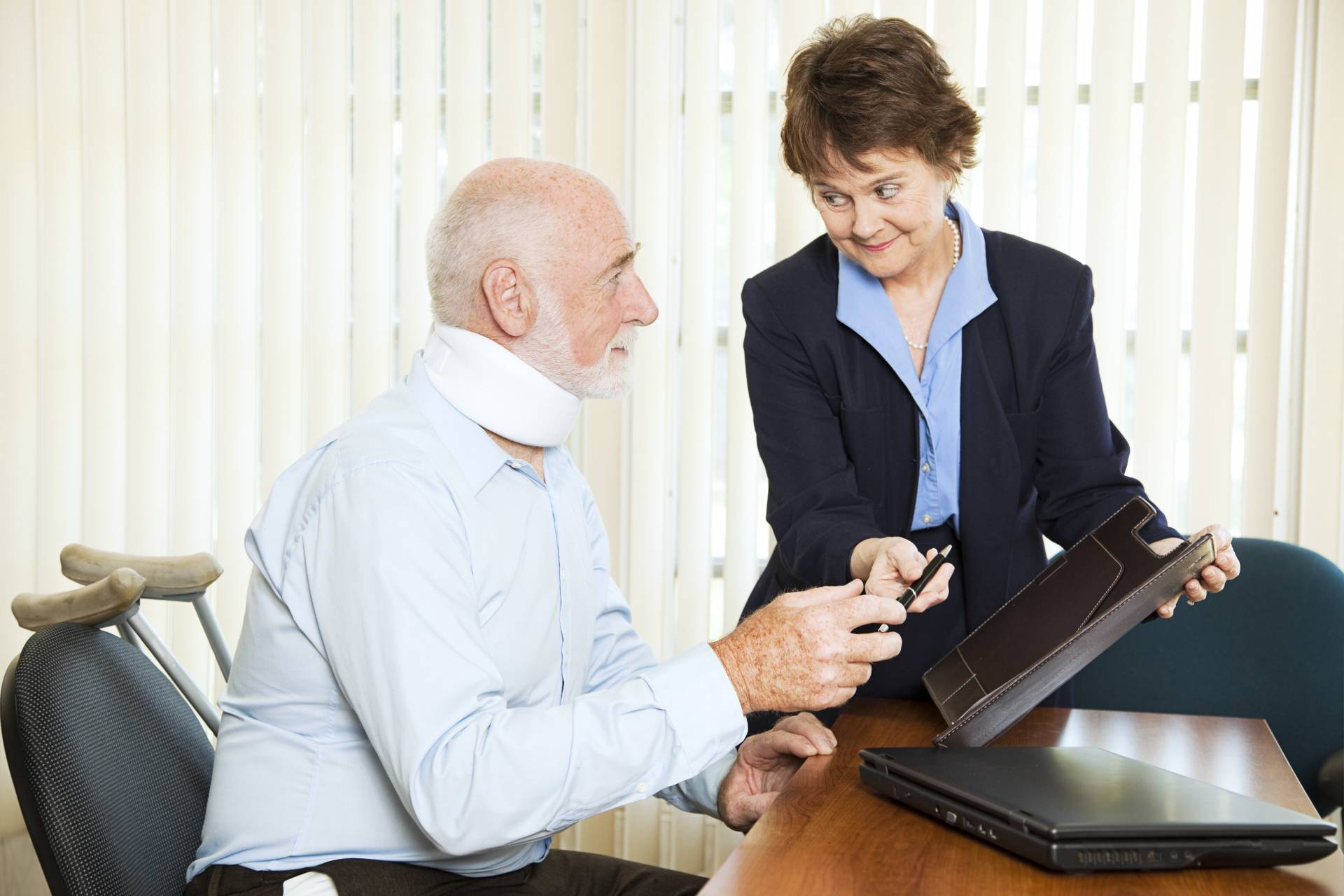 Personal injury lawyer gives free consultation